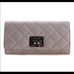 Authentic Michael Kors womens wallet. Tag still on
